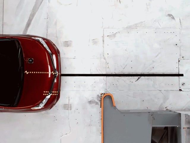 Der Toyota Sienna bombardierte den härtesten Teil des härtesten Crash-Tests der IIHS