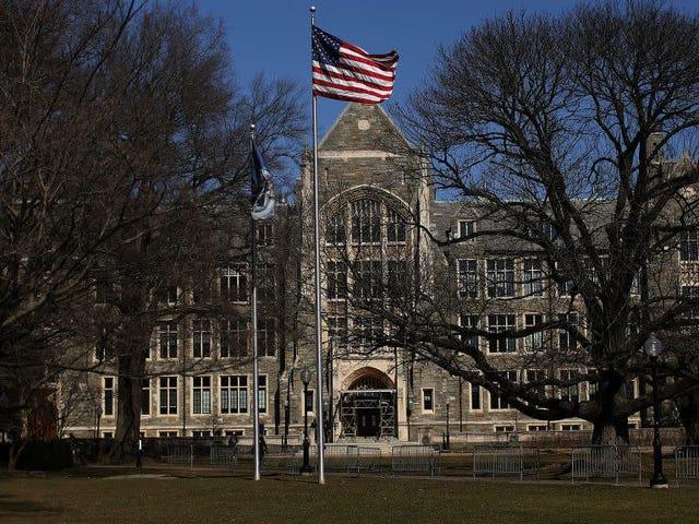 Georgetown se fixe pour objectif de recueillir 400 000 $ pour financer les réparations pour les descendants de ceux qu'elle a réduits en esclavage, mais l'effort attire l'attention des étudiants militants