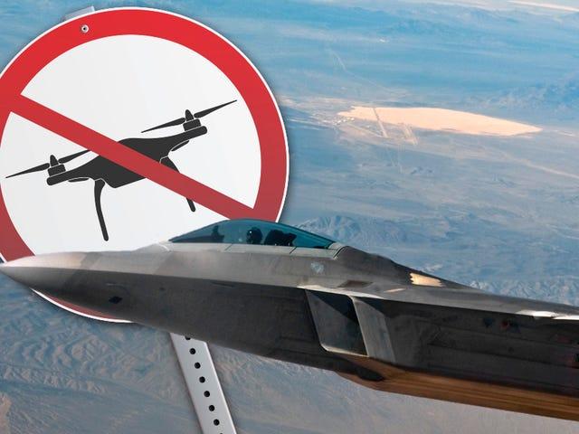 Район 51 Забороняє дронів ... Ваші безпілотники, принаймні