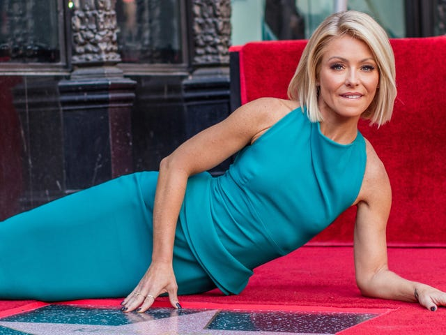 Do Not Believe What You Read About Kelly Ripa's Fingernails