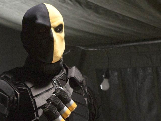 Resulta que la verdadera historia detrás del debut de Deathstroke Arrow es tan poco comprometido como la propia explicación del programa