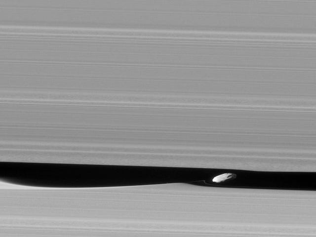 Cassini Just Gave us A Rare Look at Saturn's 'Wavemaker' Moon