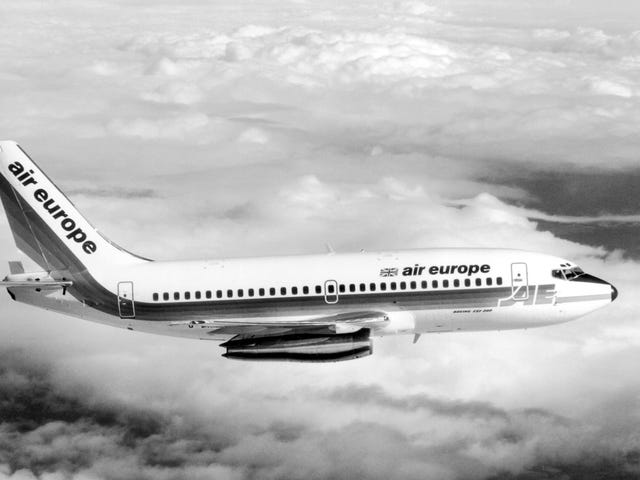 The 737 MAX Grounding Is Such A Disaster That Airlines Are Leasing 30-Year-Old 737-200s
