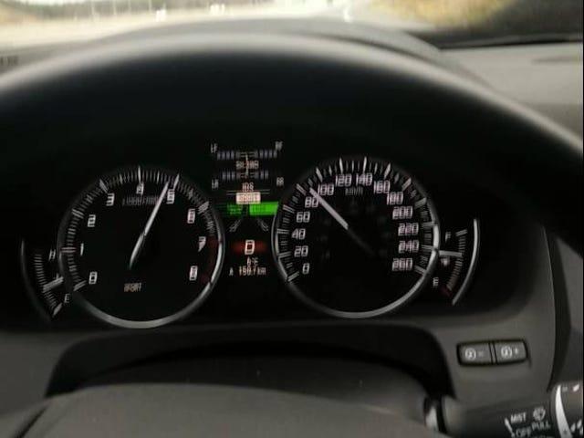 Acura TLX V6 з прямими звуками труби означає