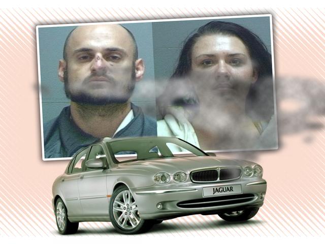 Jaguar Çalıntı Orta Kovalamaca Yıkıldığında Araba Hırsızı Yakalandı