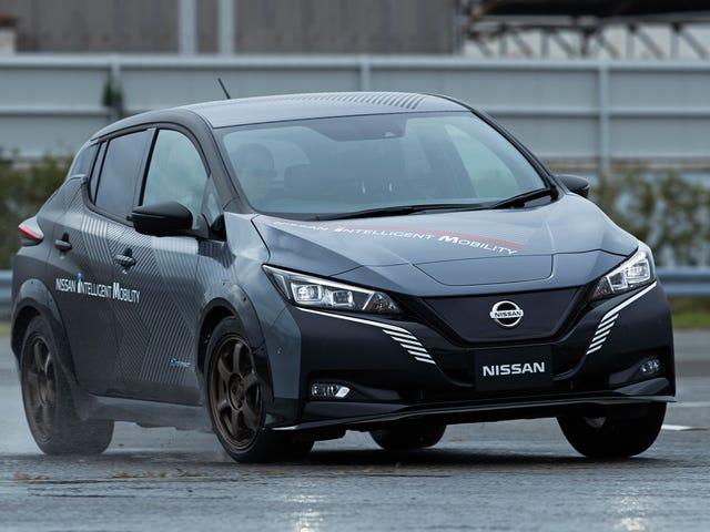 Tässä Nissan Leaf -prototyypissä on kaksi sähkömoottoria ja 304 hevosvoimaa