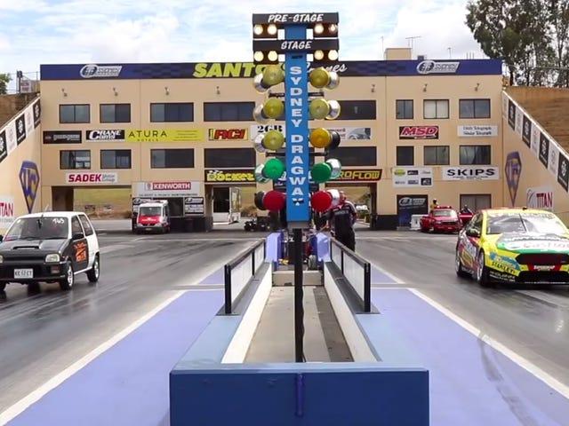 Het racen van je eigen auto tegen een V8 Supercar is Living The Dream