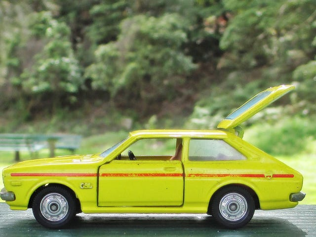 Land of the Rising Sun Day: Tomica Dandy Toyota Corolla Lift Back