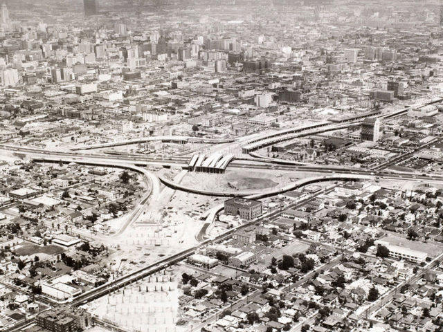 Budowanie autostrad przez miasta było ogromnym błędem, ale możemy to naprawić