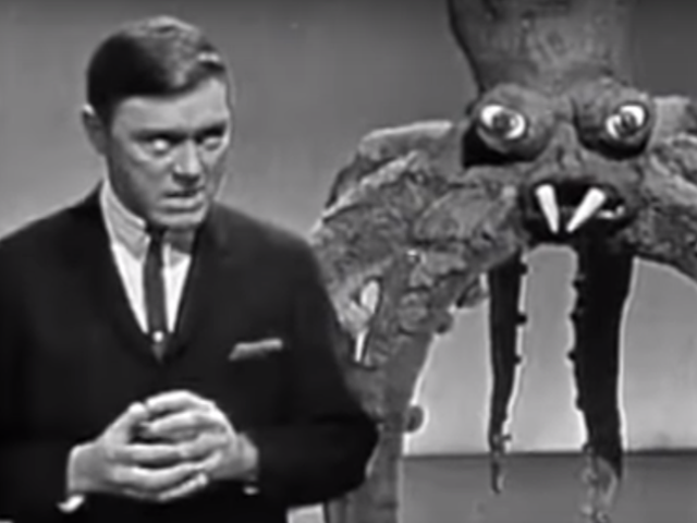 Le monstre Mash Guy a sorti une version de Noël de la chanson en 1962 et c'est super bizarre