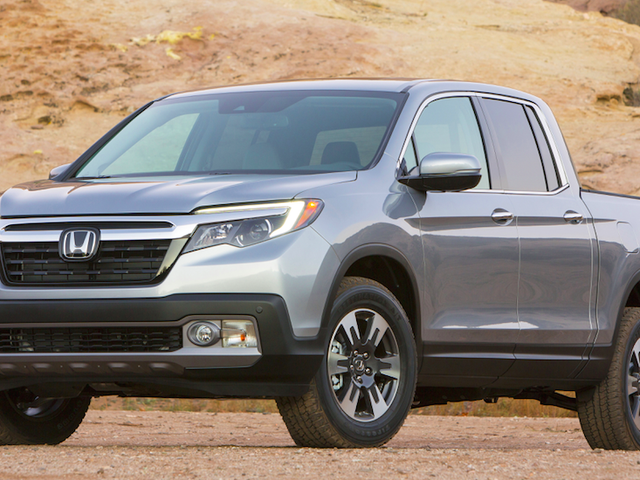 The 2017 Honda Ridgeline's Fuel Economy Isn't Much Better Than A Full-Size Truck's