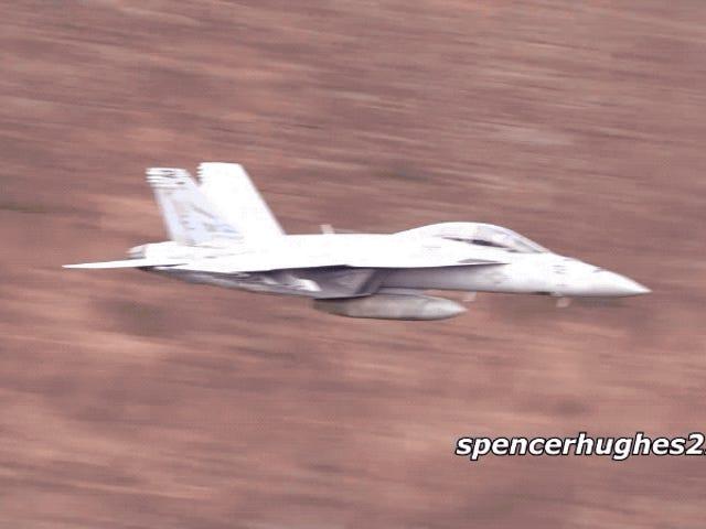 Asístvolar sobre el complicadoCañóndeStar Wars,el lugar de entrenamiento para vuelos rasantesdeléjércitodeEE.UU。