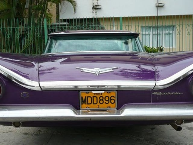 Holy Crap: Castro ตายแล้ว!  รถคันไหนที่คุณจะนำออกมาจากคิวบา?