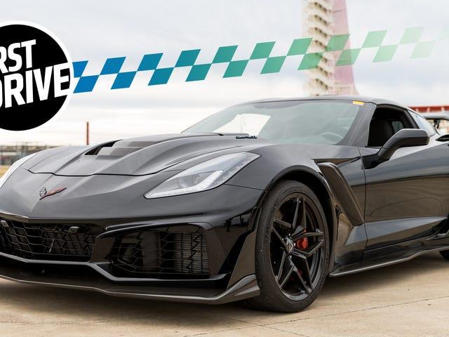 Chevrolet Corvette ZR1 2019 cảm thấy giống như một tên lửa được lắp ráp bởi nhà thầu thấp nhất