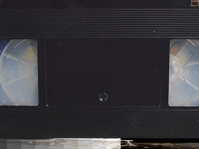 Kijken naar een VHS-tape Smelten is alsof je ziet dat obsoletie in realtime gebeurt