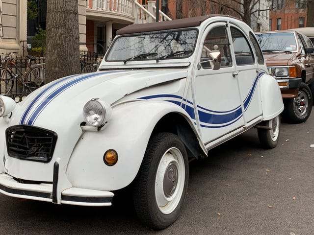 Diese Citroëns, die ohne Zweifel in Brooklyn sitzen, haben Geschichten zu erzählen