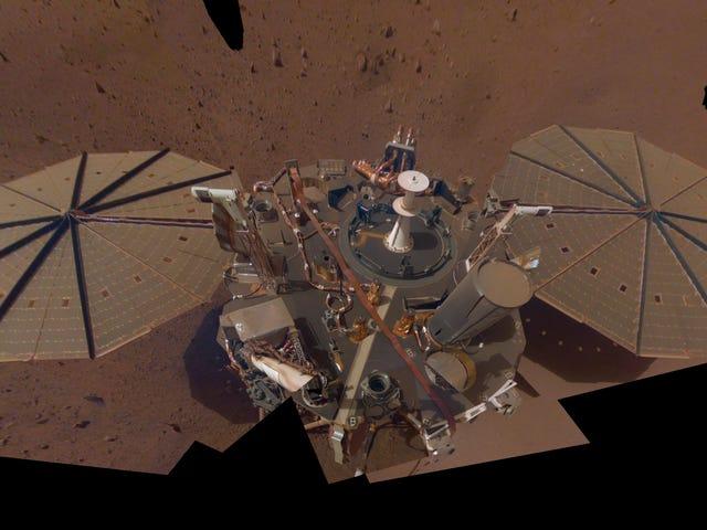 Isang Martian Dust Devil ang pumalo sa Kanan sa InSight Lander ng NASA