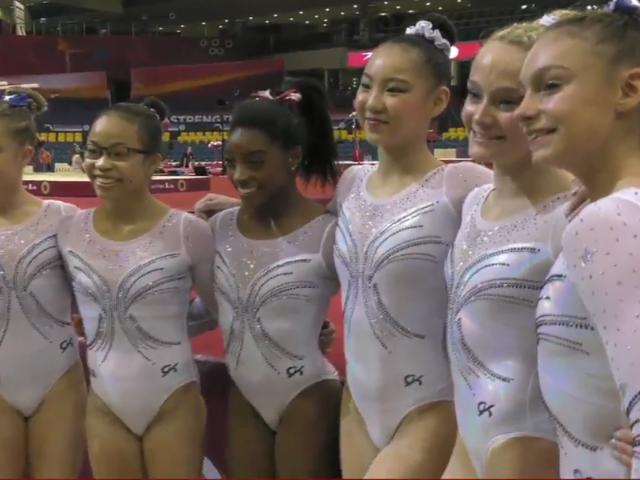 [Aktualisiert] Sehen Sie sich Simone Biles und das US-amerikanische Frauenpodium bei den Weltmeisterschaften an