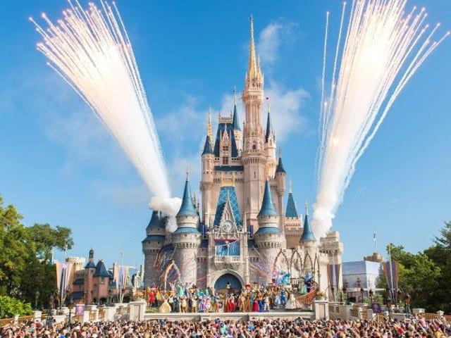 La leyenda urbana sobre las cenisas humanas esparcidas en los parques de Disney no solo es cierta, pe per lo stile que pensábamos