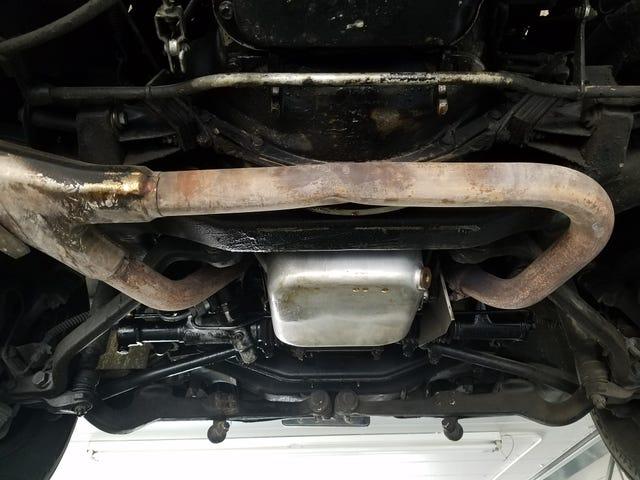 Μαντέψτε το αυτοκίνητο που διαρρέει υγρά!  (Προστέθηκαν ενδείξεις) Βρέθηκε ο ΝΙΚΗΤΗΣ