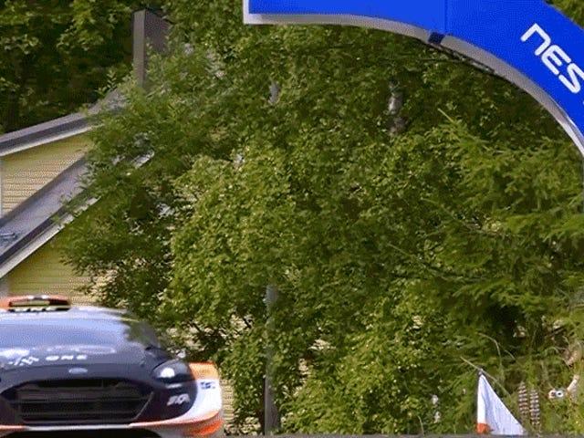 Disfrute de este coche que vuela 160 pies por el aire en el Rally de Finlandia
