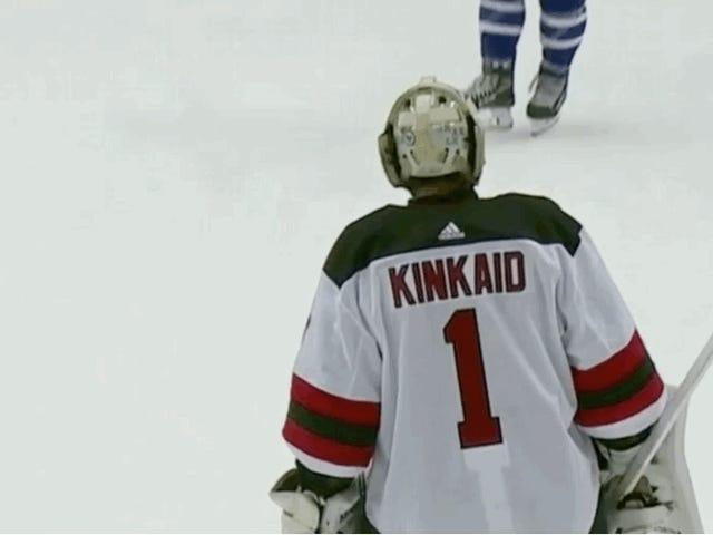 Ο Morgan Rielly απολογείται στον Keith Kinkaid για το Devils για να σκοράρει πολύ Savable Goal