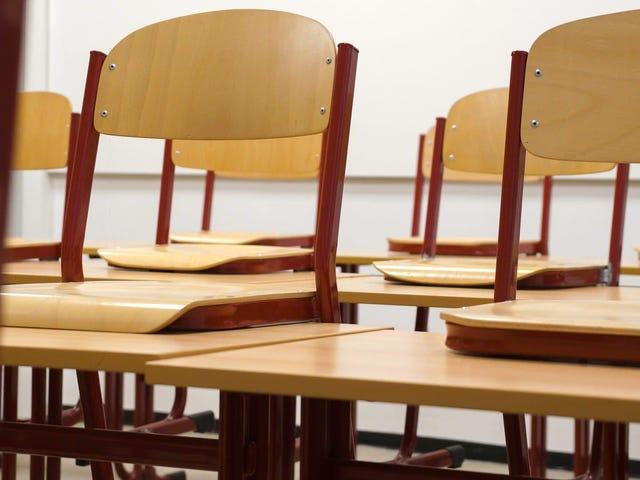 NYC、ポルノの「爆撃」とセキュリティの失敗に続いて教室の拡大を禁止