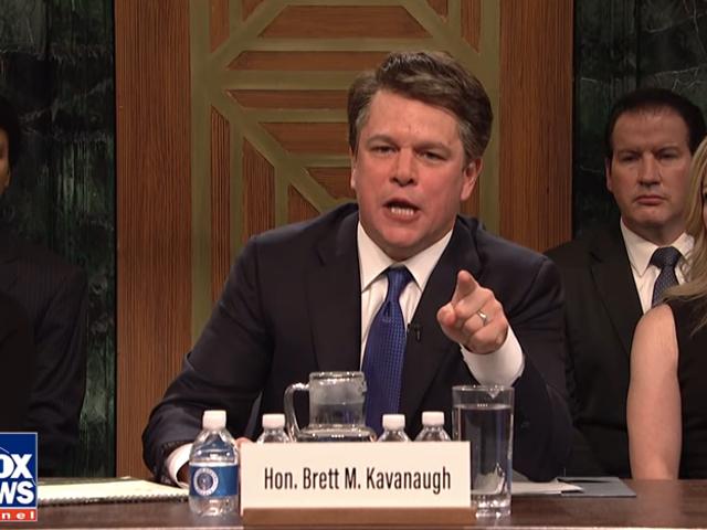Метт Деймон відкриває сезон <i>SNL</i> в якості воюючого, пиво бастіть Бретт Кавано