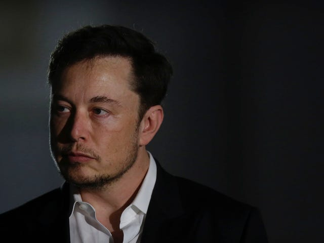 Elon Musk Gives Half-Assed Apology to Cave Diver He Called a Pedophile