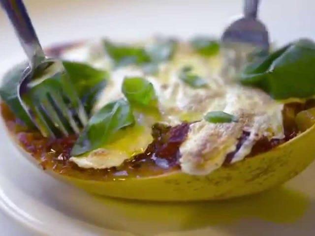 스파게티 스쿼시 Pomodoro는 슈퍼 쉬운 주간 식사입니다