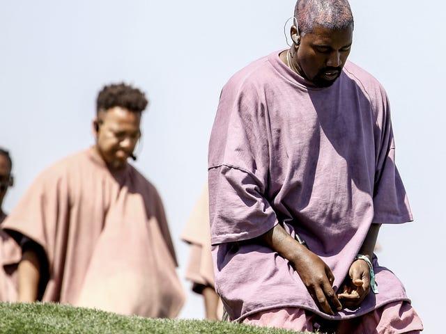 """Yeezus, sono questi i tuoi 'abiti da chiesa'?  Kanye West cerca il marchio per l'abbigliamento """"Sunday Service"""""""