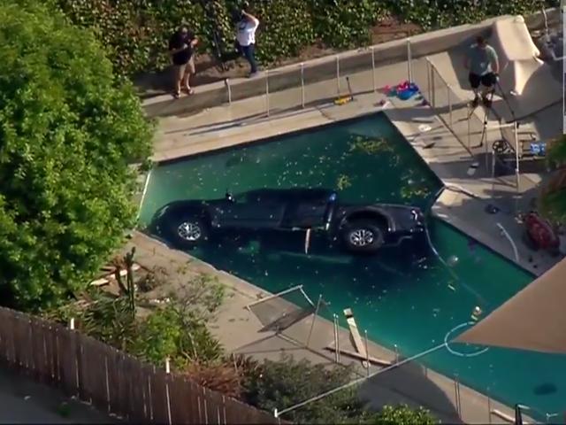 Ford Raptor Kerosakan Ke Kolam Renang Walaupun Pagar Batais