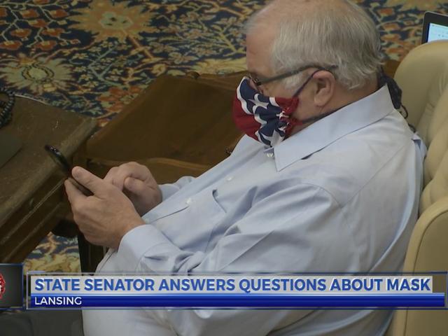 미시간 주 상원 의원, 남부 동맹 국기 마스크를 착용 한 후 거부 및 나중에 해당 마스크 착용에 대해 사과