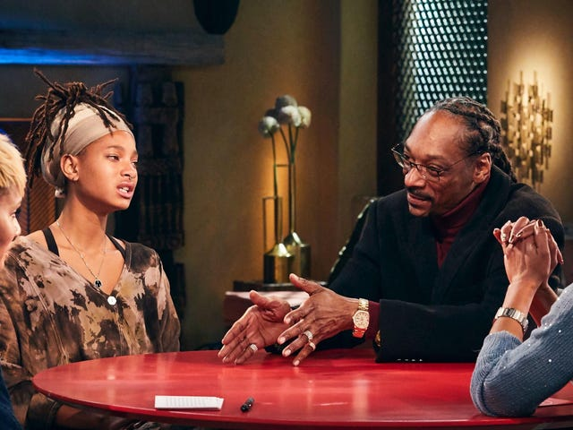 There Were Red Flags Waving All Over Snoop Dogg's Red Table Talk
