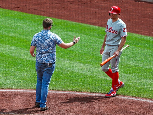 Nonchalant Idiot On The Field Arrested For Picking Inopportune Time To Say Hello To Phillies' Brad Miller