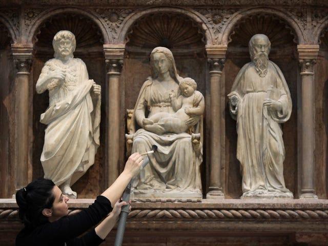 Quante volte dobbiamo ricordare alle persone di essere attenti agli artefatti storici?