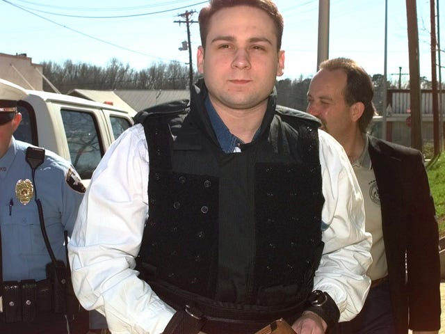 जेम्स बर्ड जूनियर को 20 साल से अधिक समय तक मौत के लिए खींच लिया गया था।  उनके हत्यारों में से एक को इस सप्ताह निर्वासित किया जाना है