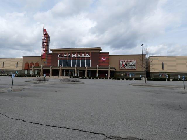 La mayoría de los teatros de Texas no volverán a abrir este viernes a pesar del permiso del gobernador