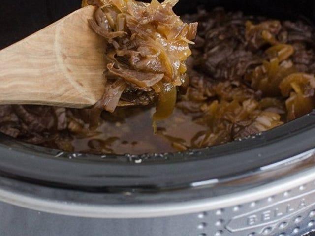 एक धीमी कुकर के साथ कैरामिनेट प्याज और आसान फ्रेंच प्याज का सूप बनाएं