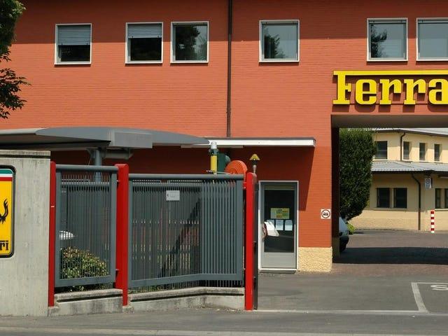Η Ferrari, το τελευταίο κατακράτημα παραγωγής αυτοκινήτων στην Ιταλία, σταματά την παραγωγή
