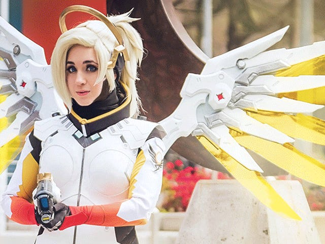 The <i>Overwatch</i> Cosplay Terbaik