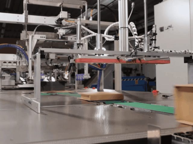 Amazon to Roll Out Automated Packing Machines, Offers $10k for Employees to Become Gig Workers