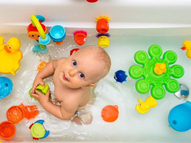 Den beste måten å lagre barnets badeleker på