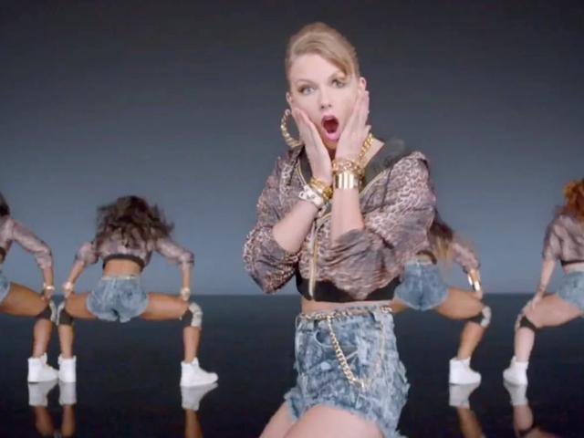 El viejo Taylor debe venir al teléfono porque la demanda 'Shake It Off' está de vuelta