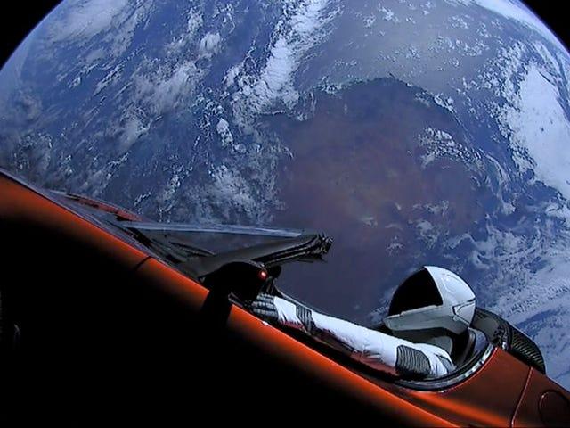 El Tesla Roadster enviado al espacio acaba de completar una órbita completa alrededor del sol