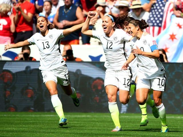 Koko USA: n naisjoukkue Sues US Soccer for Equal Pay