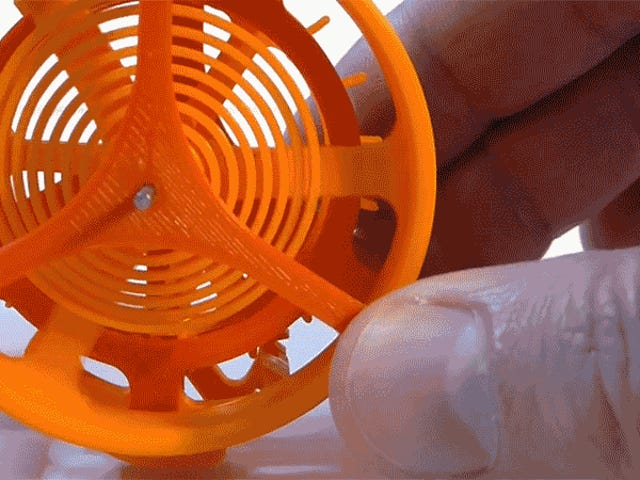 El primer reloj mecánico impreso en 3D es una obra maestra de plástico intrincado