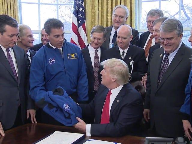 Ted Cruz suggerisce graziosamente di lanciarsi nello spazio