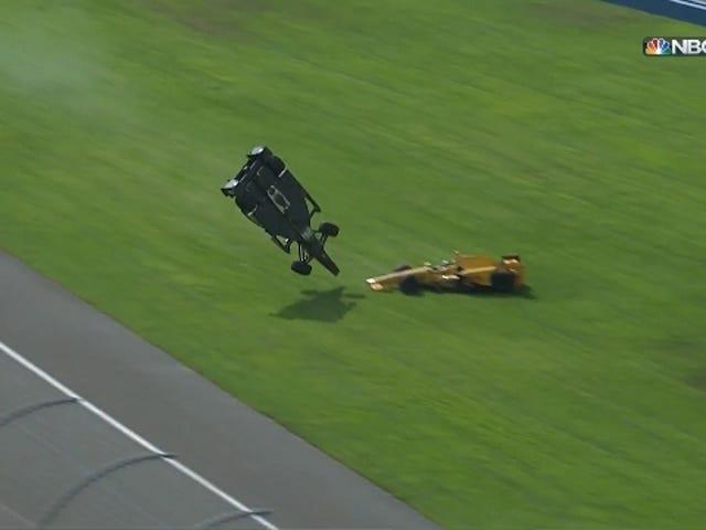 IndyCar yarışı, havadan geçen Ryan Briscoe için iyi bitmedi