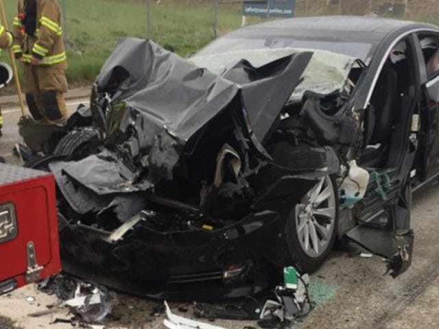 Tesla Sales Staff Told Driver in Model S Crash That the Car Would Brake For Stopped Obstacles: Lawsuit